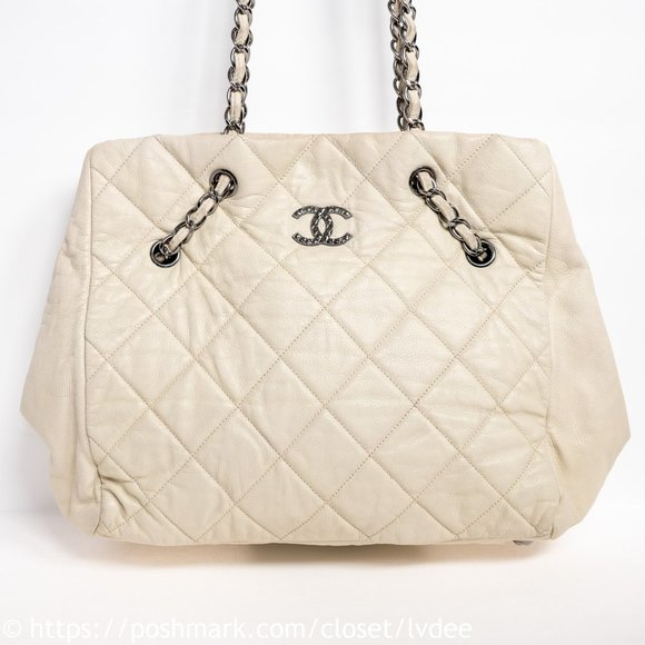 CHANEL Handbags - CHANEL White Caviar Quilted Shoulder Bag
